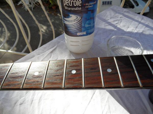 comment nettoyer sa guitare avec les produits du quotidien partie 1 le manche sweepyto. Black Bedroom Furniture Sets. Home Design Ideas